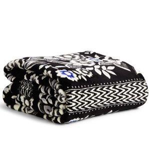 NWT Vera Bradley Throw Blanket